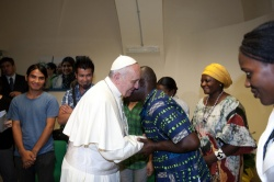 Pope greets refugee during visit to Astalli Center of Jesuit Refugee Service (Source: Catholic News)