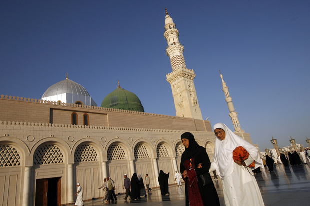 Muslim pilgrims walk outside the Prophet Mohammed Mosque in the Saudi holy city of Medina on December 13, 2008. Statistics put the total number of pilgrims who attended this year's annual hajj pilgrimage last week at more than 2.4 million, almost 1.73 million from abroad and 679,000 from within the kingdom, according to the official SPA news agency. AFP PHOTO/KHALED DESOUKI / AFP PHOTO / KHALED DESOUKI